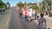 Pepsico: organizaciones sociales cortaron los puentes Neuquén-Cipoletti