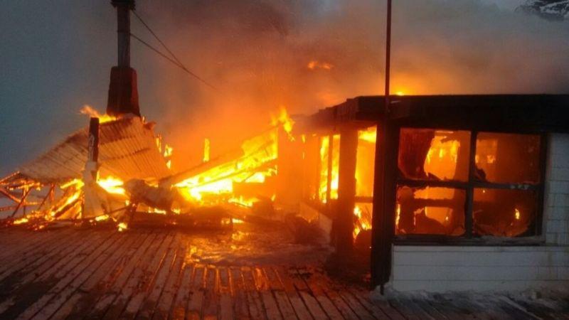 Dantesco incendio en un centro de esquí